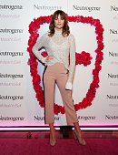 Neutrogena Visibly Clear Light Therapy Acne Mask Launch...