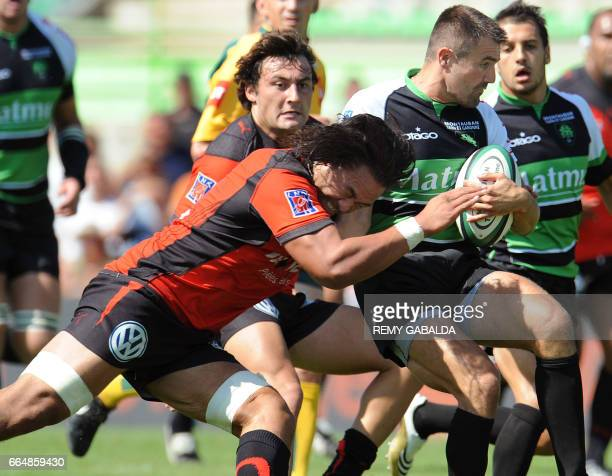 Montauban's fullback Dalla Riva is tackled by Toulon's number eight Auelua during the French Top 14 rugby union match Montauban vs Toulon on...