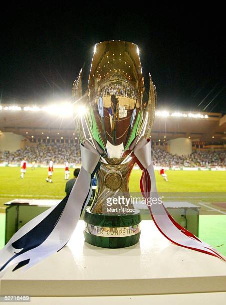 CUP 2002 Monte Carlo REAL MADRID FEYENOORD ROTTERDAM 31 SUPER CUP 2002 SIEGER REAL MADRID POKAL