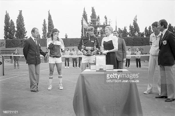 Montecarlo Tennis Tournament 1980 En mai 1980 à MonteCarlo finale du tournoi de tennis Sur le court la princesse GRACE remet le trophée à Bjorn BORG...