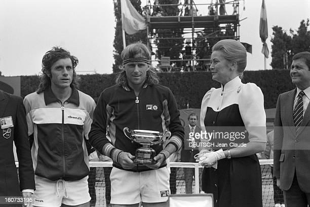 Montecarlo Tennis Tournament 1980 En mai 1980 à MonteCarlo finale du tournoi de tennis Sur le court Guillermo VILAS Bjorn BORG le vainqueur et la...