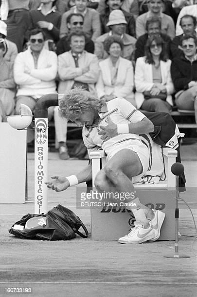 Montecarlo Tennis Tournament 1980 En mai 1980 à MonteCarlo pendant le tournoi de tennisLors d'un match Vitas GERULAITIS assis pendant une pause