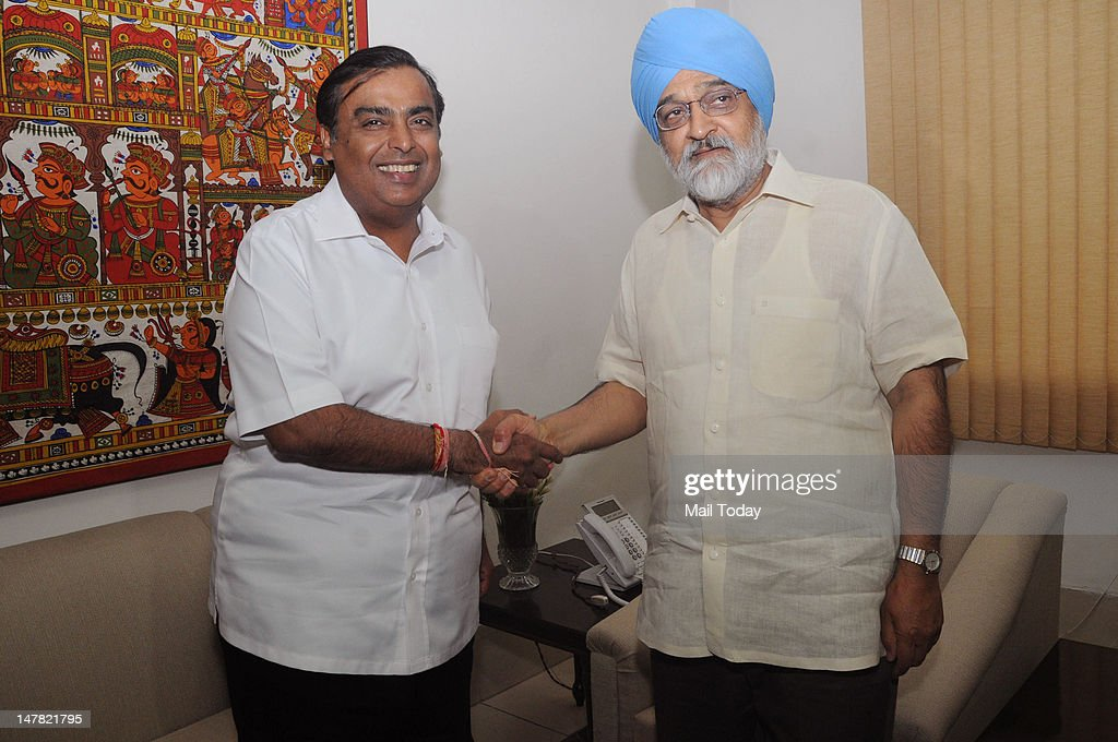 Montek Singh Ahluwalia (right), Deputy Chairman, Planning Commission, and Reliance Industries Limited Chairman Mukesh Ambani shake hands at a meeting at Yojna Bhawan in New Delhi on Monday.