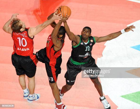 Montepachi Siena's Romain Sato vies with Tau Ceramica's Pete Mickeal and Zoran Planinic during their Euroleague Final Four for the third position...