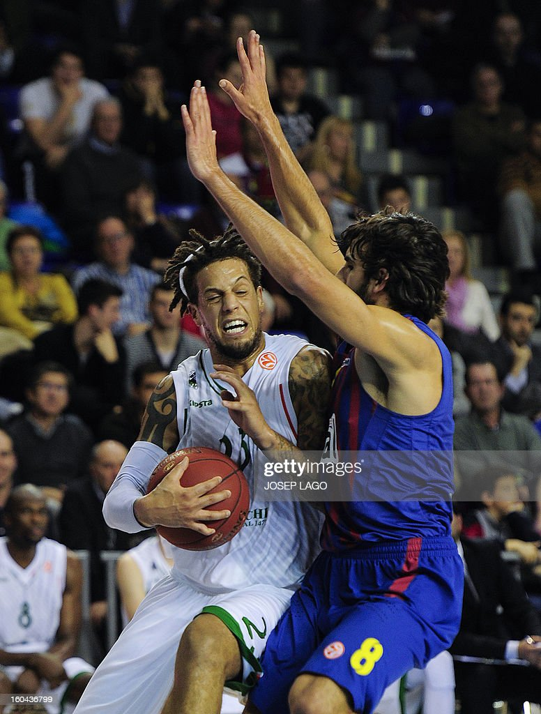 Montepaschi Siena's Italy guard Daniel Hackett (L) vies with Regal Barcelona's guard Victor Sada (R) during the Euroleague basketball match Regal Barca vs Montepaschi at the Palau Blaugrana sportshall in Barcelona on January 31, 2013.