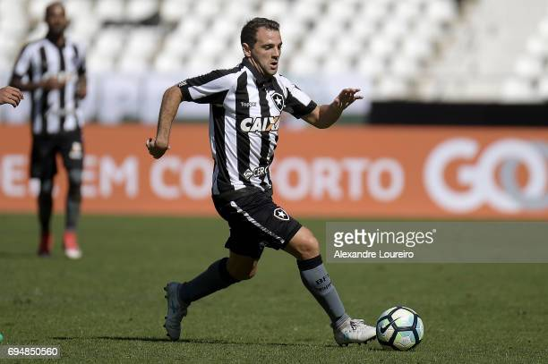 Montillo of Botafogo runs with the ball during the match between Botafogo and Coritiba as part of Brasileirao Series A 2017 at Engenhao Stadium on...