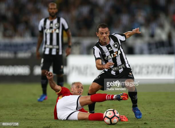 Montillo of Botafogo struggles for the ball with Israel Damonte of Estudiantes during a match between Botafogo and Estudiantes as part of Copa...