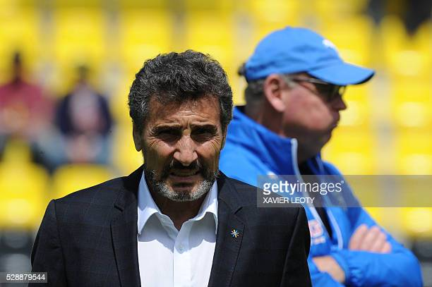 Montpellier rugby club president Mohed Altrad and Montpellier's coach Jake White stand prior to the French Top 14 rugby union match La Rochelle vs...