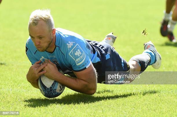 Montpellier's Australian fullback Jesse Mogg scores a try during the French Top 14 rugby union match between Montpellier and Brive at Altrad Stadium...