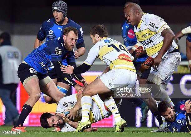 Montpellier's Australian fullback Jesse Mogg vies with La Rochelle's French number eight Kevin Gourdon and La Rochelle's French centre Charles...