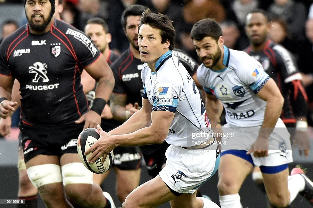 Montpellier's French fly-half <a gi-track='captionPersonalityLinkClicked' href=/galleries/search?phrase=Francois+Trinh-Duc&family=editorial&specificpeople=4209248 ng-click='$event.stopPropagation()'>Francois Trinh-Duc</a> (C) passes the ball during the French Top 14 rugby union match between Toulouse and Montpellier on March 14, 2015 at the Ernest Wallon Stadium in Toulouse, southern France.