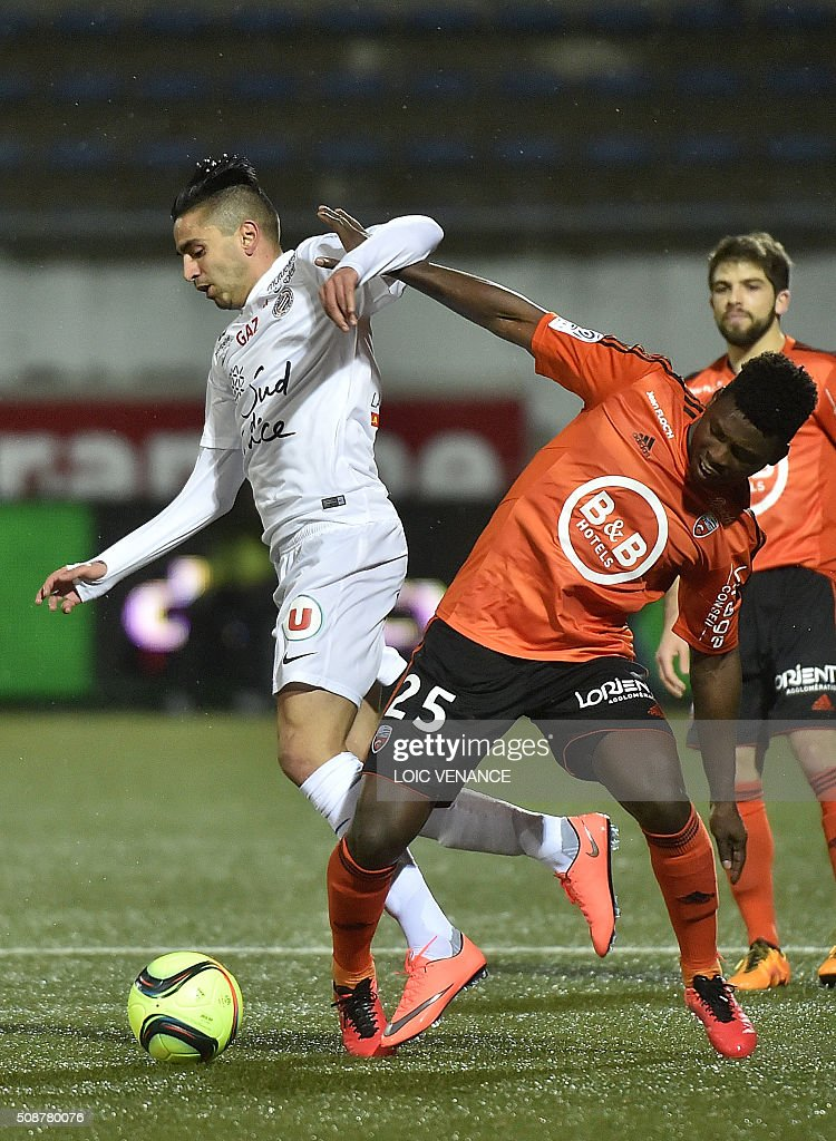 Montpellier's French forward Ryad Boudebouz (L) vies with Lorient's French Senegalese defender Lamine Gassama during the French L1 football match Lorient vs Montpellier on February 6, 2016 at the Moustoir stadium in Lorient, western France. AFP PHOTO / LOIC VENANCE / AFP / LOIC VENANCE