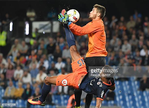 Montpellier's French forward Steve Mounie vies with Metz' French goalkeeper Thomas Didillon during the French L1 football match between MHSC...