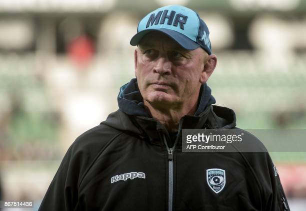 Montpellier's New Zealander coach Vern Cotter looks on prior to the French Top 14 rugby union match between Section Paloise and Montpellier Herault...