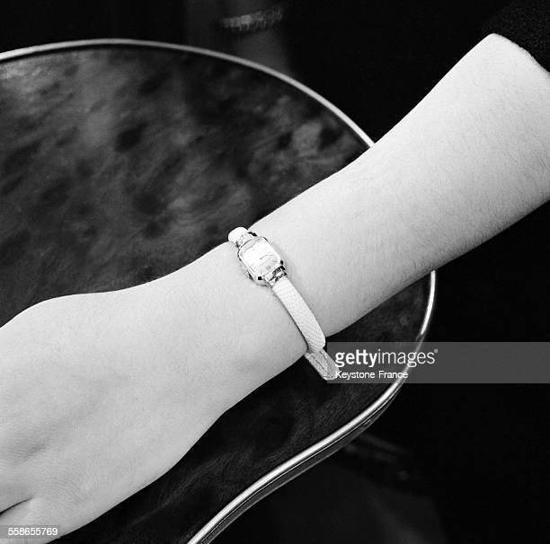 Montre Boucheron idée de cadeaux à Paris France le 5 décembre 1959