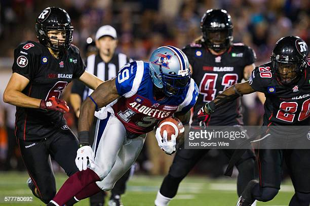 Montreal Alouettes slotback SJ Green carries the ball during the game between the Montreal Alouettes and the Ottawa RedBlacks at the Percival Molson...