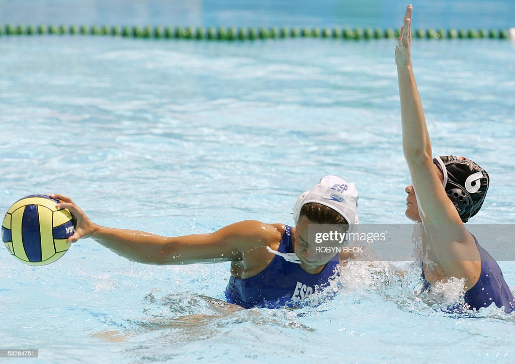 Rianne Dorien Guichelaar of the Netherlands defends against Spain's Jennifer Pareja in their quarterfinal women's water polo match at the XI FINA...