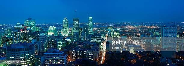 Le centre-ville de Montréal la nuit. Très grand.