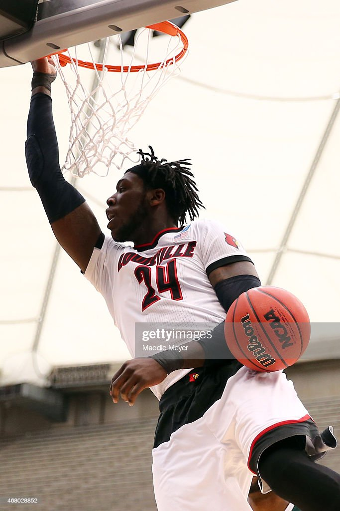 <a gi-track='captionPersonalityLinkClicked' href=/galleries/search?phrase=Montrezl+Harrell&family=editorial&specificpeople=9959702 ng-click='$event.stopPropagation()'>Montrezl Harrell</a> #24 of the Louisville Cardinals dunks the ball in the first half of the game against the Michigan State Spartans during the East Regional Final of the 2015 NCAA Men's Basketball Tournament at Carrier Dome on March 29, 2015 in Syracuse, New York.