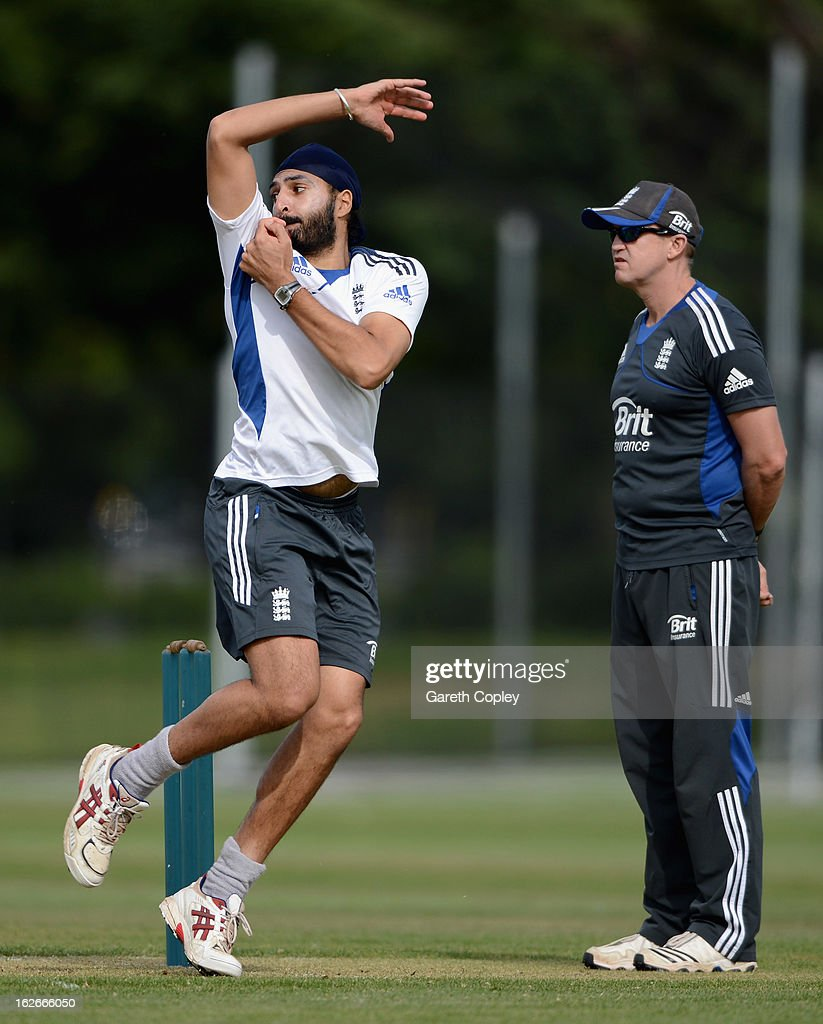 <a gi-track='captionPersonalityLinkClicked' href=/galleries/search?phrase=Monty+Panesar&family=editorial&specificpeople=592881 ng-click='$event.stopPropagation()'>Monty Panesar</a> of England bowls watched by coach Andy Flower during an England nets session at Queenstown Events Centre on February 26, 2013 in Queenstown, New Zealand.