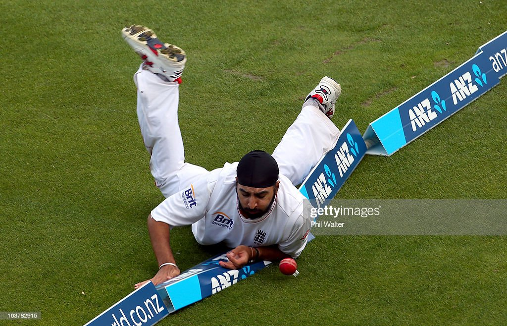 <a gi-track='captionPersonalityLinkClicked' href=/galleries/search?phrase=Monty+Panesar&family=editorial&specificpeople=592881 ng-click='$event.stopPropagation()'>Monty Panesar</a> of England fails to stop a four of the bat of Kane Williamson of New Zealand during day three of the second Test match between New Zealand and England at Basin Reserve on March 16, 2013 in Wellington, New Zealand.