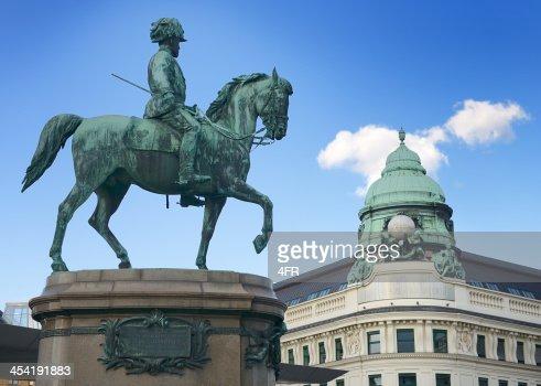 Monumento de archiduque Albert del Albertina en Viena : Foto de stock
