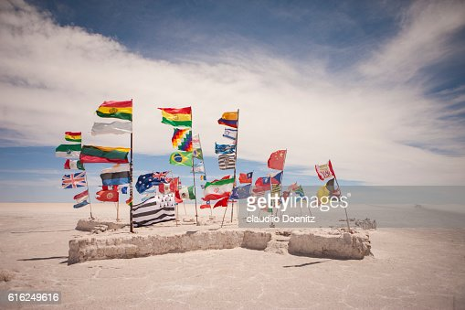 monument to the flags of the world, Uyuni Salt Flats : Foto de stock