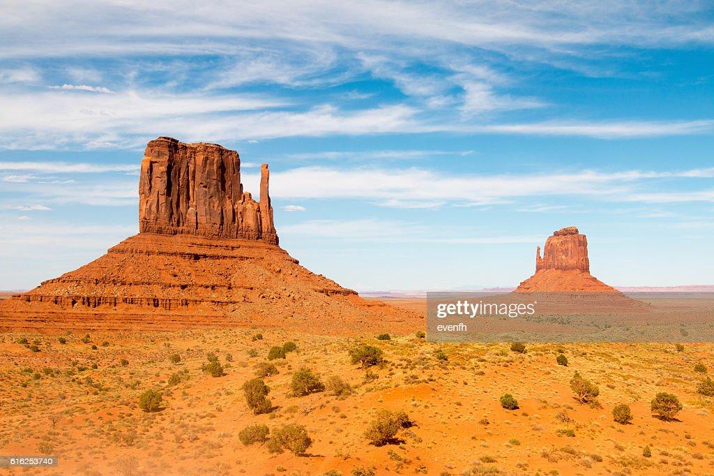 Monument Valley on the border between Arizona and Utah : Foto de stock