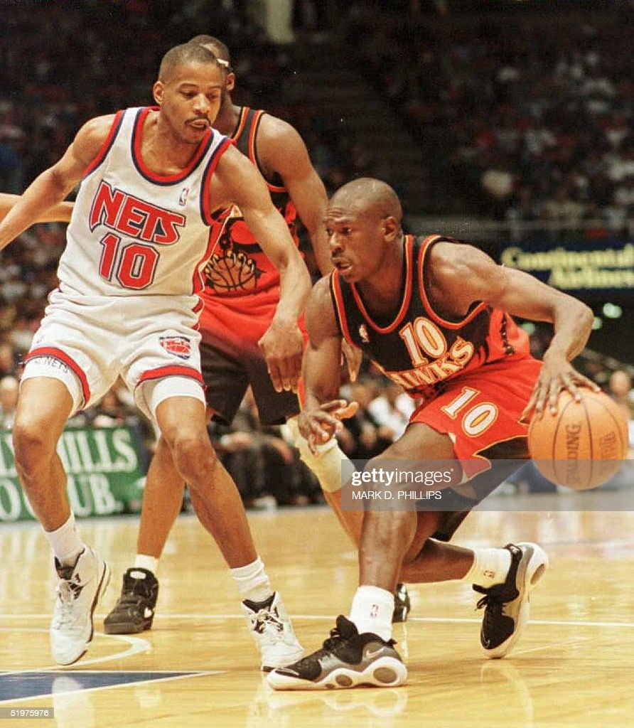 Mookie Blaylock of the Atlanta Hawks charges past