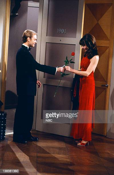 FRASIER 'Moon Dance' Episode 13 Pictured David Hyde Pierce as Doctor Niles Crane Jane Leeves as Daphne Moon