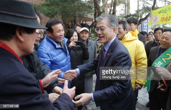 Moon JaeIn presidential candidate of the main opposition Democratic United Party takes to downtown streets as he begins his presidential election...