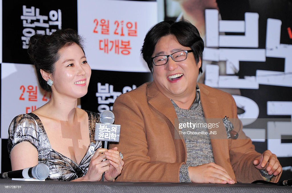 Moon So-Ri and Kwak Do-Won attend the 'The Ethics of Anger' Press Conference at Gun Dae Lotte Cinema on February 14, 2013 in Seoul, South Korea.