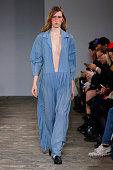 Moon Young Hee : Runway - Paris Fashion Week Womenswear...