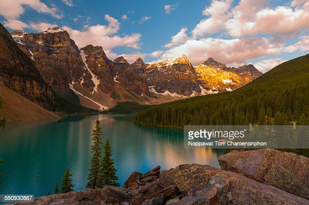 Moraine Lake and mountains