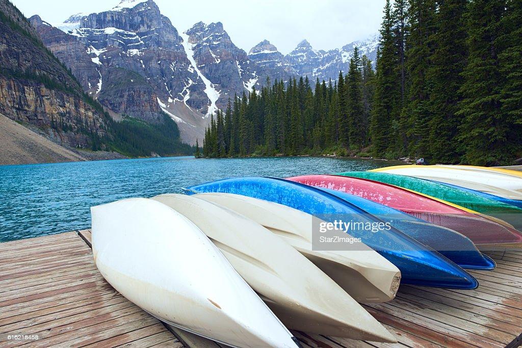 モレーン湖、バンフ国立公園-カナダ : ストックフォト