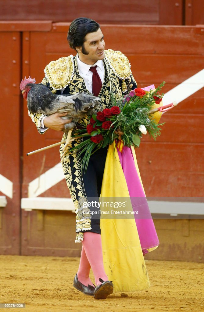 Morante de la Puebla performs during the traditional Spring Bullfighting performance on March 11, 2017 in Illescas, Spain.
