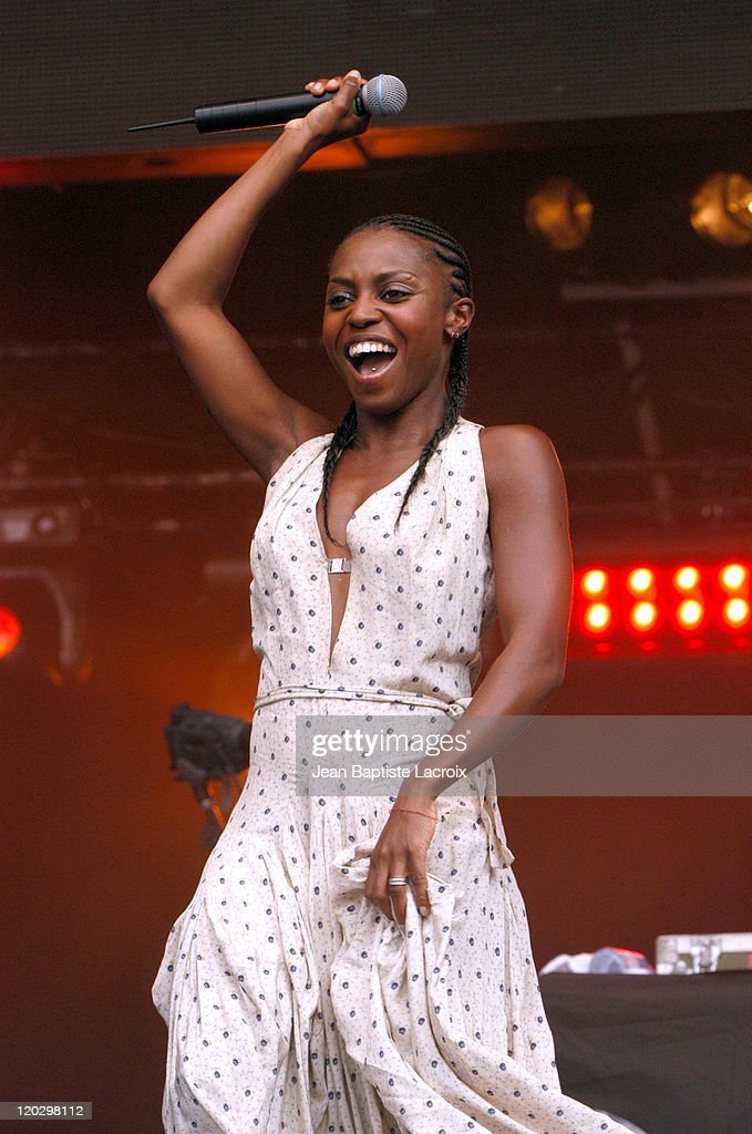 <a gi-track='captionPersonalityLinkClicked' href=/galleries/search?phrase=Morcheeba&family=editorial&specificpeople=2285895 ng-click='$event.stopPropagation()'>Morcheeba</a>