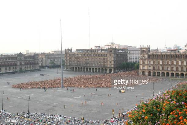 More than 18000 people participate in Spencer Tunick Mexico City Installation