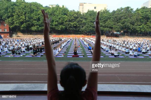 More than one thousand students practice yoga to relieve the pressure of national college entrance examination at Chongqing Railway Secondary School...