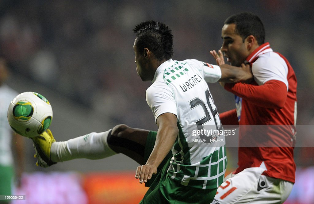Moreirense's Brazilian forward Wagner (L) vies with SC Braga's Brazilian defender Ismaily dos Santos during the Portuguese league football match SC Braga vs Moreirense FC at the AXA stadium in Braga on January 6, 2013. AFP PHOTO/ MIGUEL RIOPA