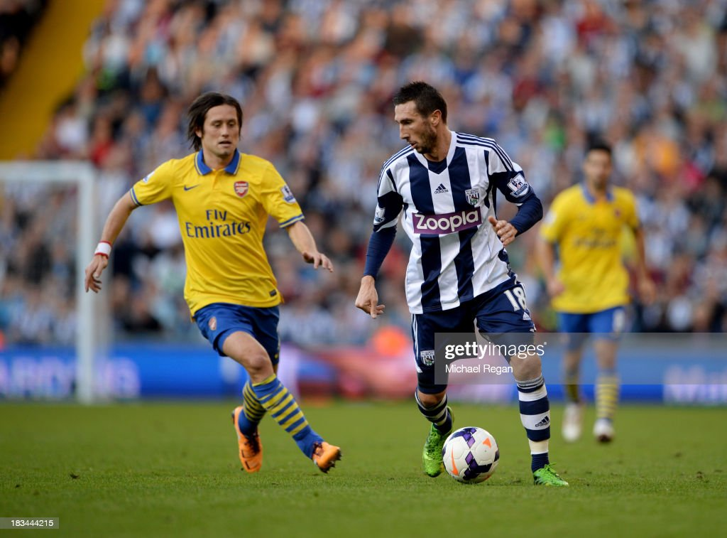 <a gi-track='captionPersonalityLinkClicked' href=/galleries/search?phrase=Morgan+Amalfitano&family=editorial&specificpeople=2528212 ng-click='$event.stopPropagation()'>Morgan Amalfitano</a> of West Bromwich Albion is chased by <a gi-track='captionPersonalityLinkClicked' href=/galleries/search?phrase=Tomas+Rosicky&family=editorial&specificpeople=213988 ng-click='$event.stopPropagation()'>Tomas Rosicky</a> of Arsenal during the Barclays Premier League match between West Bromwich Albion and Arsenal at The Hawthorns on October 6, 2013 in West Bromwich, England.