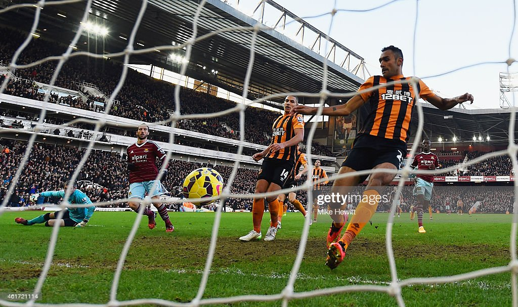 <a gi-track='captionPersonalityLinkClicked' href=/galleries/search?phrase=Morgan+Amalfitano&family=editorial&specificpeople=2528212 ng-click='$event.stopPropagation()'>Morgan Amalfitano</a> of West Ham United (2L) beats goalkeeper <a gi-track='captionPersonalityLinkClicked' href=/galleries/search?phrase=Allan+McGregor&family=editorial&specificpeople=800259 ng-click='$event.stopPropagation()'>Allan McGregor</a> (L) and defender <a gi-track='captionPersonalityLinkClicked' href=/galleries/search?phrase=Ahmed+Elmohamady&family=editorial&specificpeople=7140369 ng-click='$event.stopPropagation()'>Ahmed Elmohamady</a> of Hull City (R) to score their second goal during the Barclays Premier League match between West Ham United and Hull City at Boleyn Ground on January 18, 2015 in London, England.