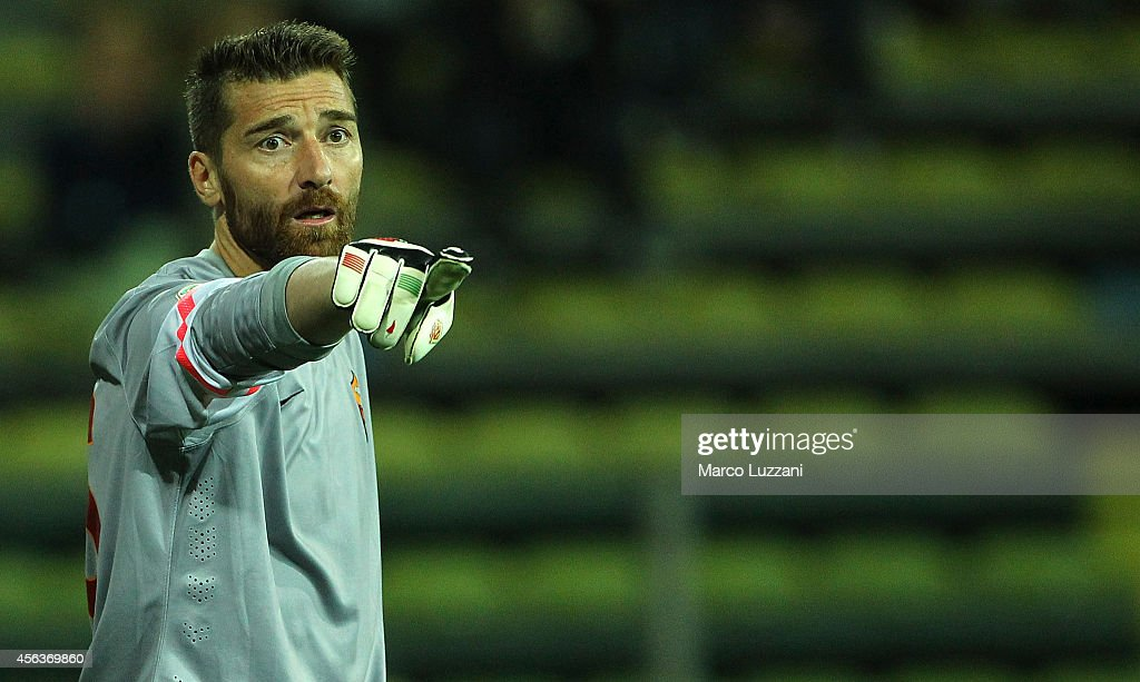 <a gi-track='captionPersonalityLinkClicked' href=/galleries/search?phrase=Morgan+De+Sanctis&family=editorial&specificpeople=615695 ng-click='$event.stopPropagation()'>Morgan De Sanctis</a> of AS Roma gestures during the Serie A match between Parma FC and AS Roma at Stadio Ennio Tardini on September 24, 2014 in Parma, Italy.