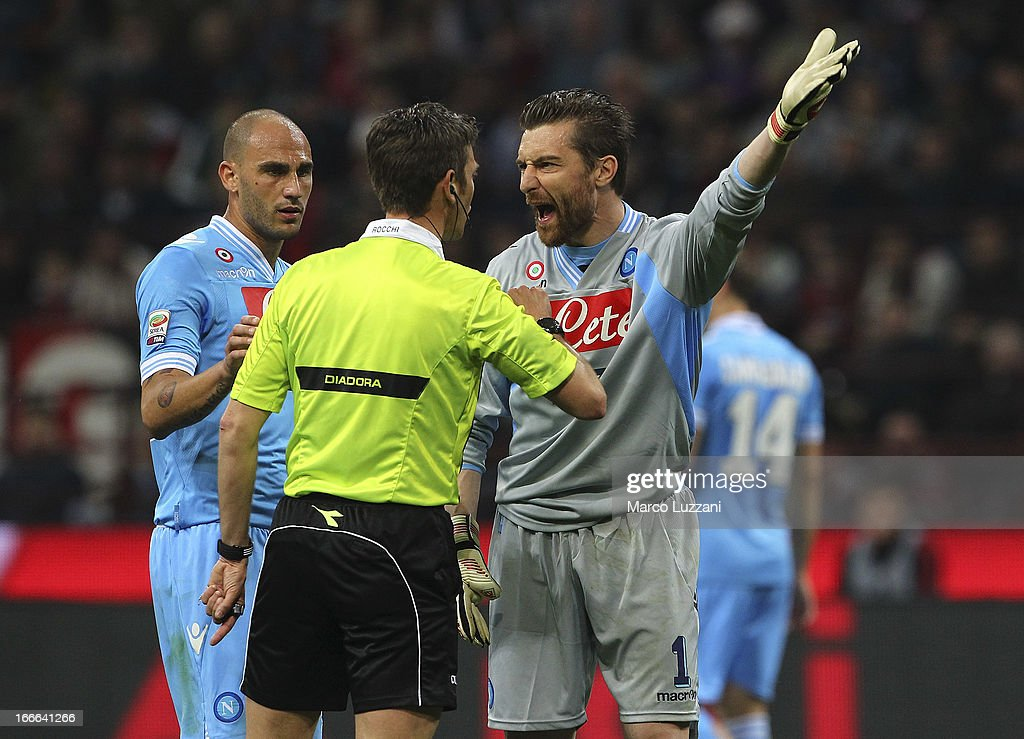 <a gi-track='captionPersonalityLinkClicked' href=/galleries/search?phrase=Morgan+De+Sanctis&family=editorial&specificpeople=615695 ng-click='$event.stopPropagation()'>Morgan De Sanctis</a> (R) of SSC Napoli disputes with referee Gianluca Rocchi (C) during the Serie A match between AC Milan and SSC Napoli at San Siro Stadium on April 14, 2013 in Milan, Italy.