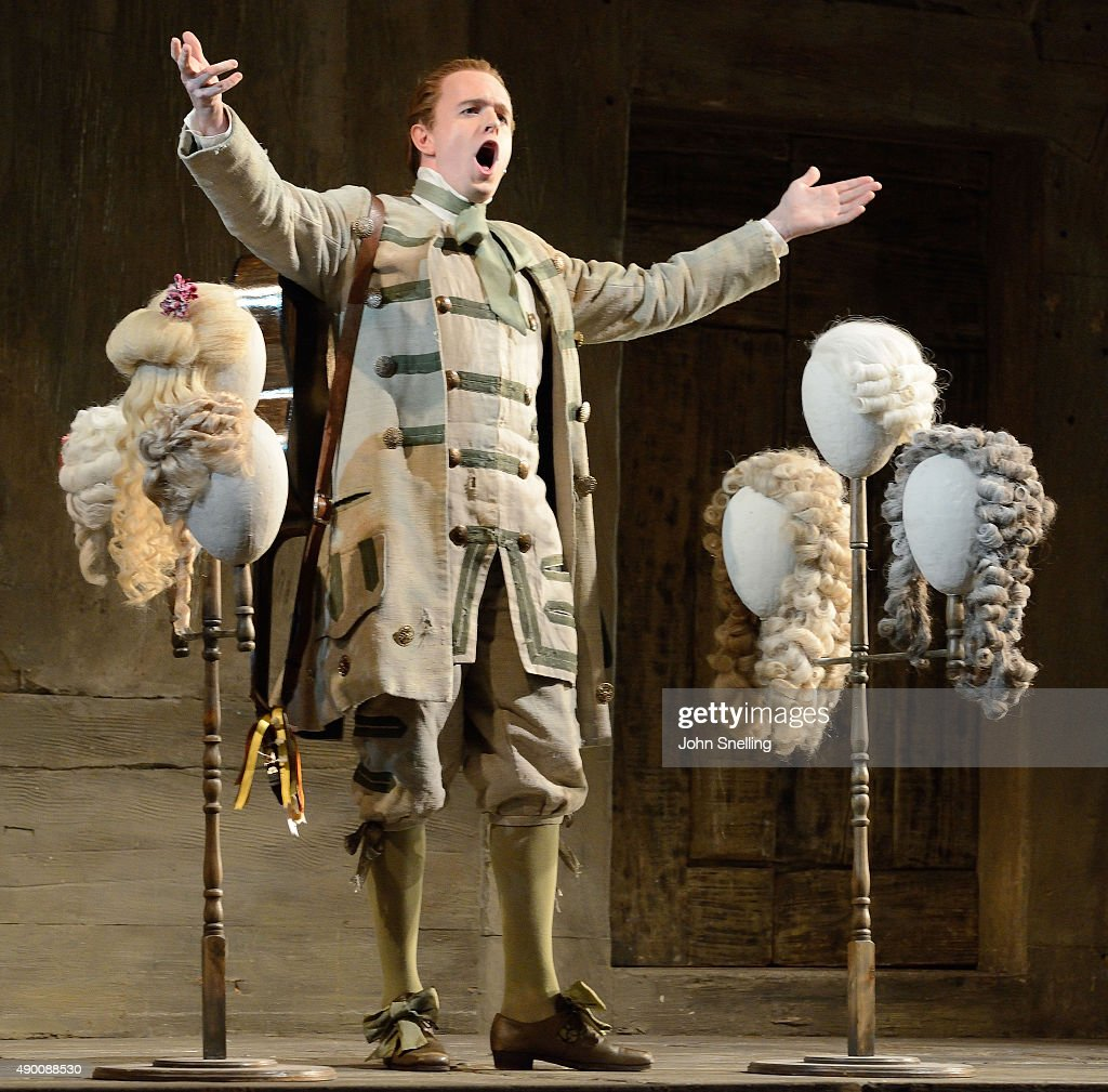 Barber Of Seville Figaro : Pearse as Figaro a barber, performs on stage in a production of Barber ...