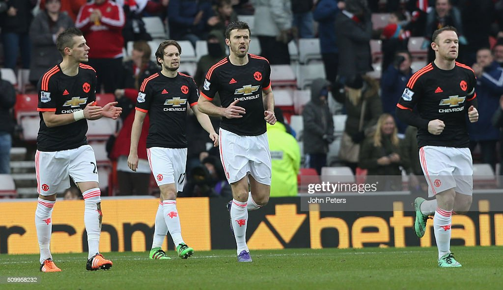 <a gi-track='captionPersonalityLinkClicked' href=/galleries/search?phrase=Morgan+Schneiderlin&family=editorial&specificpeople=4191360 ng-click='$event.stopPropagation()'>Morgan Schneiderlin</a>, <a gi-track='captionPersonalityLinkClicked' href=/galleries/search?phrase=Daley+Blind&family=editorial&specificpeople=5566498 ng-click='$event.stopPropagation()'>Daley Blind</a>, <a gi-track='captionPersonalityLinkClicked' href=/galleries/search?phrase=Michael+Carrick&family=editorial&specificpeople=214599 ng-click='$event.stopPropagation()'>Michael Carrick</a> and <a gi-track='captionPersonalityLinkClicked' href=/galleries/search?phrase=Wayne+Rooney&family=editorial&specificpeople=157598 ng-click='$event.stopPropagation()'>Wayne Rooney</a> of Manchester United react to Wahbi Khazri of Sunderland scoring their first goal during the Barclays Premier League match between Sunderland and Manchester United at Stadium of Light on February 13, 2016 in Sunderland, England.