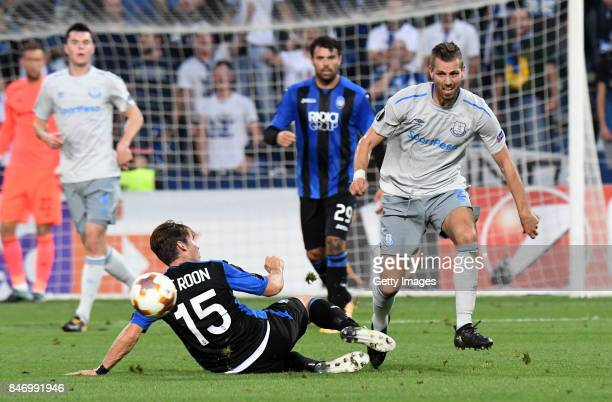 Morgan Schneiderlin of Everton FC competes for the ball whit Marten de Roon of Atalanta during the UEFA Europa League group E match between Atalanta...