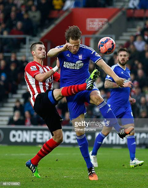 Morgan Schneiderlin of Southampton scores a goal to level the scores a11 during the FA Cup Third Round match between Southampton and Ipswich Town at...