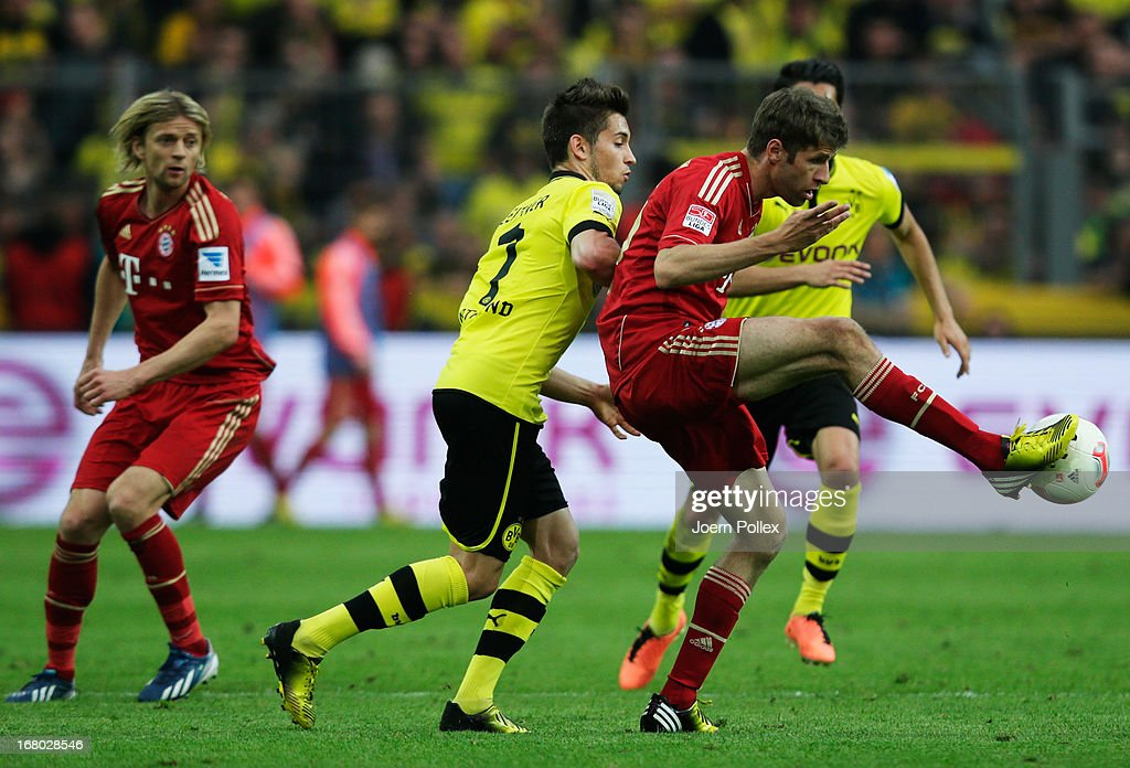 <a gi-track='captionPersonalityLinkClicked' href=/galleries/search?phrase=Moritz+Leitner&family=editorial&specificpeople=7118695 ng-click='$event.stopPropagation()'>Moritz Leitner</a> (C) of Dortmund challenges <a gi-track='captionPersonalityLinkClicked' href=/galleries/search?phrase=Thomas+Mueller&family=editorial&specificpeople=5842906 ng-click='$event.stopPropagation()'>Thomas Mueller</a> of Muenchen during the Bundesliga match between Borussia Dortmund and FC Bayern Muenchen at Signal Iduna Park on May 4, 2013 in Dortmund, Germany.