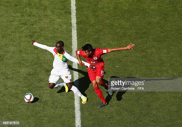 Morlaye Sylla of Guinea is challenged by Easah Suliman of England during the FIFA U17 World Cup Group B match between England and Guinea at Estadio...